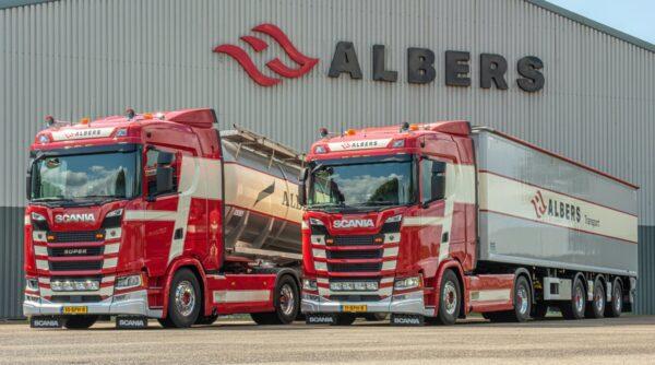 Twee Scania's bij transportbedrijf