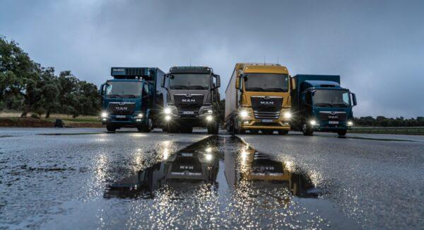 4 MAN vrachtwagens