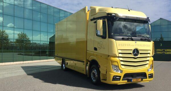 Kunsttransporteur Hizkia van Kralingen heeft twee Mercedes-Benz Actros-trucks met StreamSpace-cabine in gebruik genomen. De vrachtwagens worden ingezet voor het transport van complete kunstexposities tussen Europese musea.