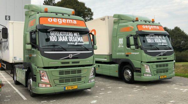 100-jarig Oegema neemt 100ste Volvo in gebruik