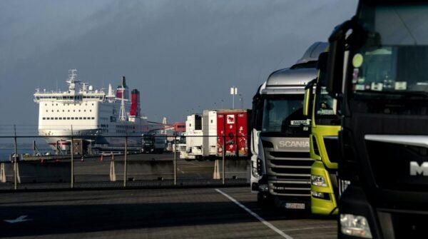 vrachtwagens in haven rotterdam brexit