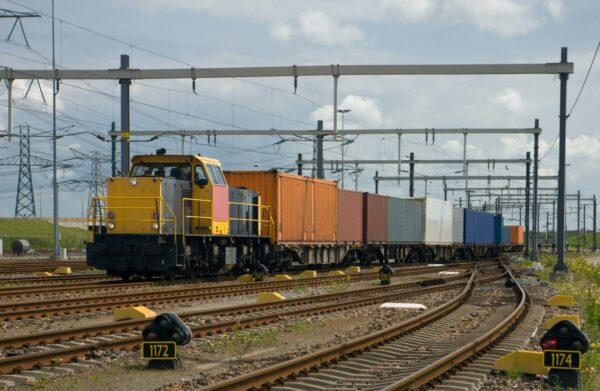 goederenvervoer per trein of boot in plaats van over de weg