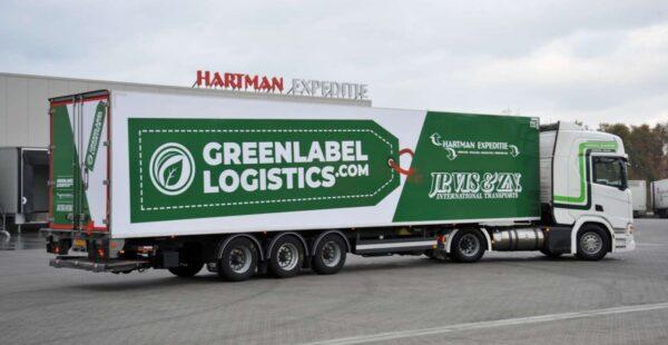 vrachtwagen voor warehouse green label logistics