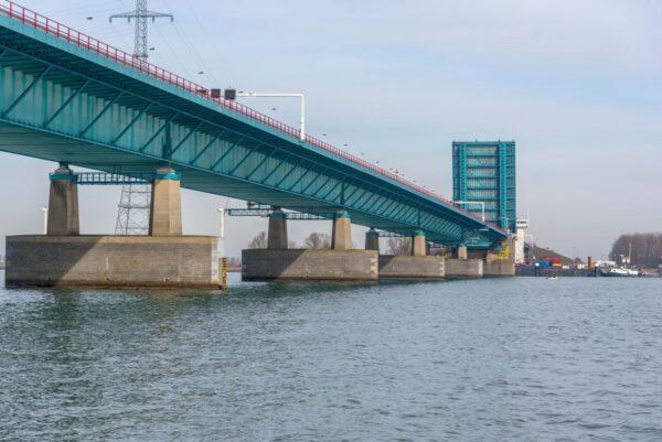haringvlietbrug a29 open brug