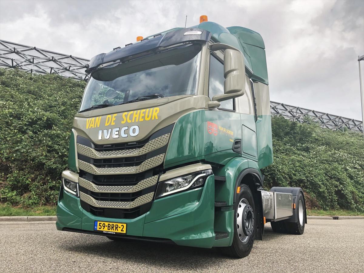 nieuwe iveco s-way voor van de scheur logistiek
