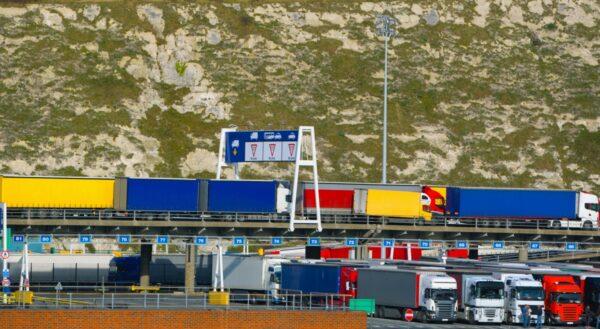 rij vrachtwagens haven dover kerst