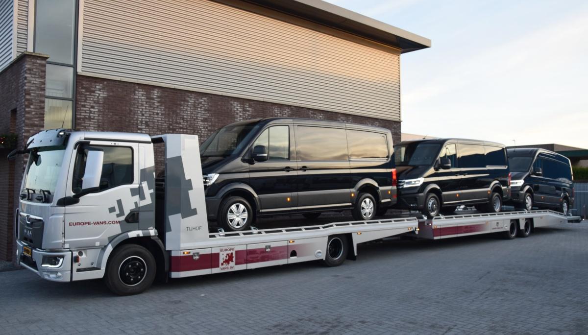 vrachtwagen met bedrijfswagens