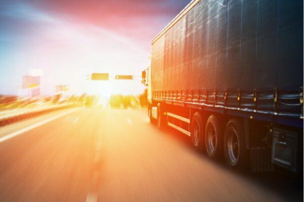 vrachtwagen onderweg realtime