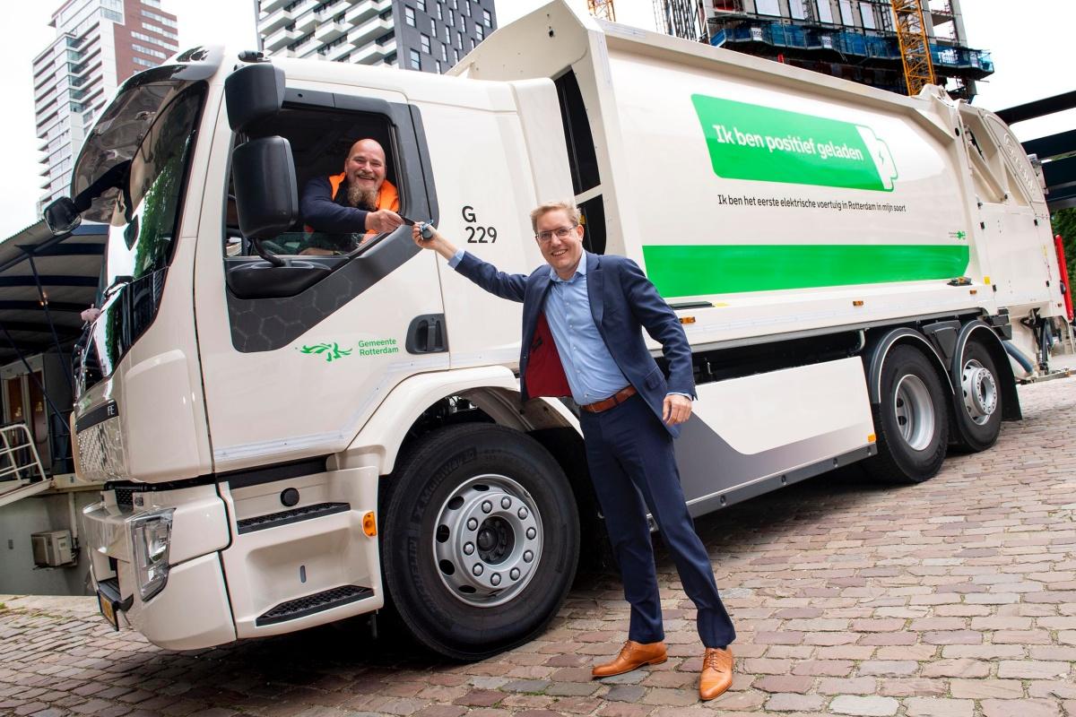 rotterdam zamelt huisvuil in met elektrische truck