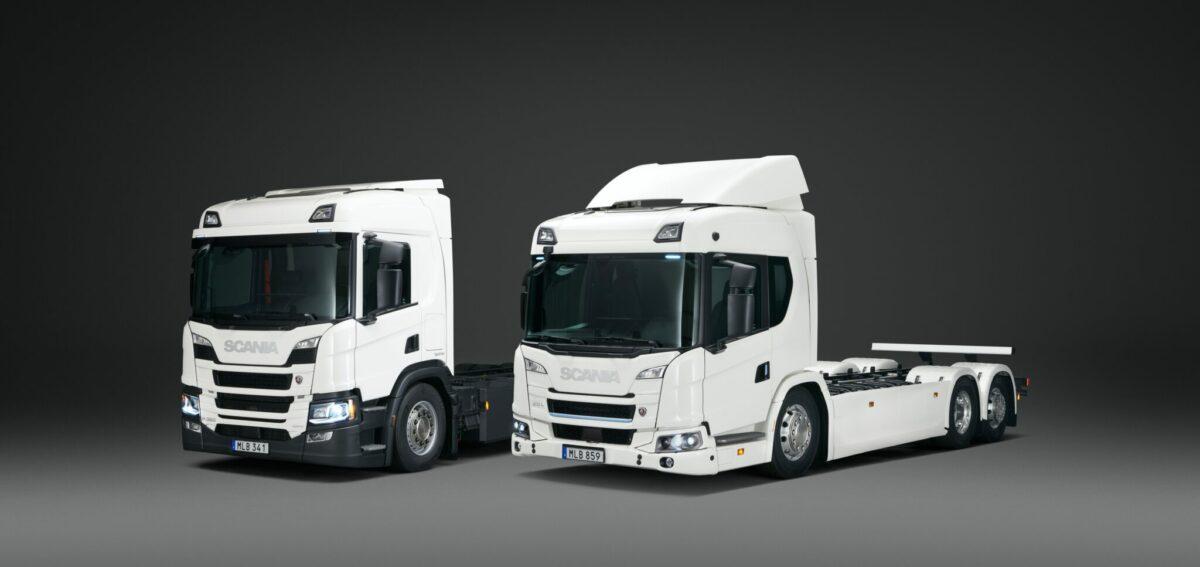 twee elektrische vrachtwagens scania