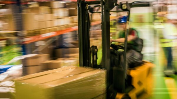 vorkheftruck in actie in warehouse Visie 2025