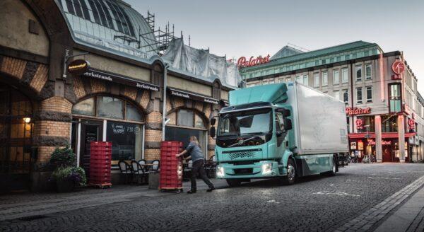 vrachtwagen in stad Volvo Trucks